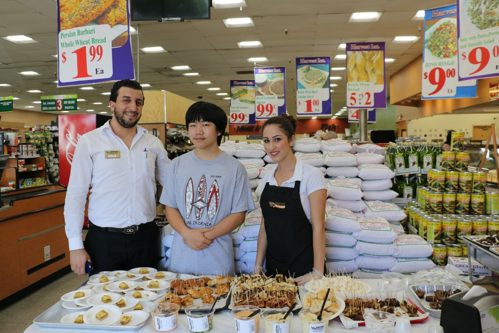 Perry Chen with Manager Laythe Yaqoob (L) & coworker at sample table (photo by Zhu Shen)