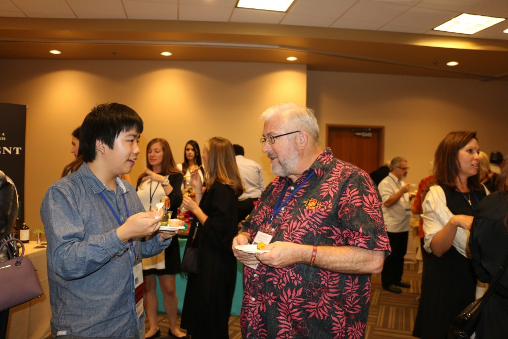 Perry Chen chatting with fellow awards winner Scott Hopkins at 2015 San Diego Press Club awards dinner (photo by Zhu Shen)